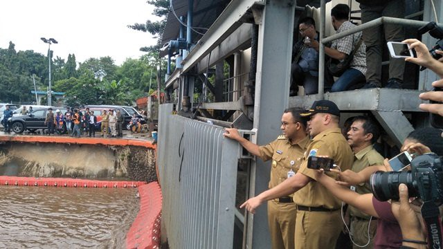 anis_mengatasi_banjir.jpg